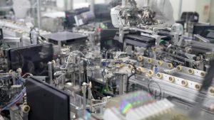 Robot işçiler Sony fabrikasında 30 saniyede PlayStation 4 üretebiliyor
