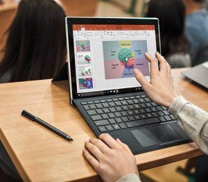 """Microsoft Türkiye, MEB ve İŞKUR iş birliğiyle başlatılan """"21. Yüzyıl Dijital ve Kariyer Yetkinlikleri Programı"""" ile 25 bin gence ücretsiz dijital yetkinlik eğitimi verilecek"""